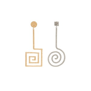 Medium jacquemus asymmetric spiral earrings