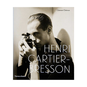 Medium semaine bookshelf photography henri cartier bresson