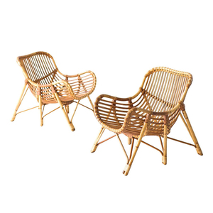 Medium wicker chair
