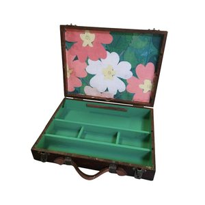 Medium reward style vintage interior artist box