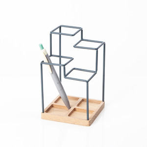 Medium desk top pen holder