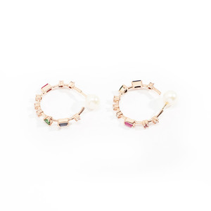 Medium pulling shapes hoop earrings