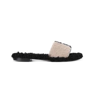Medium shoe 1